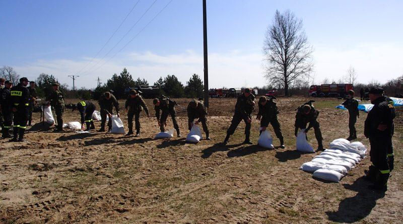 Żołnierze WOT w Jarosławiu przygotowują się do zwalczania sytuacji kryzysowych.