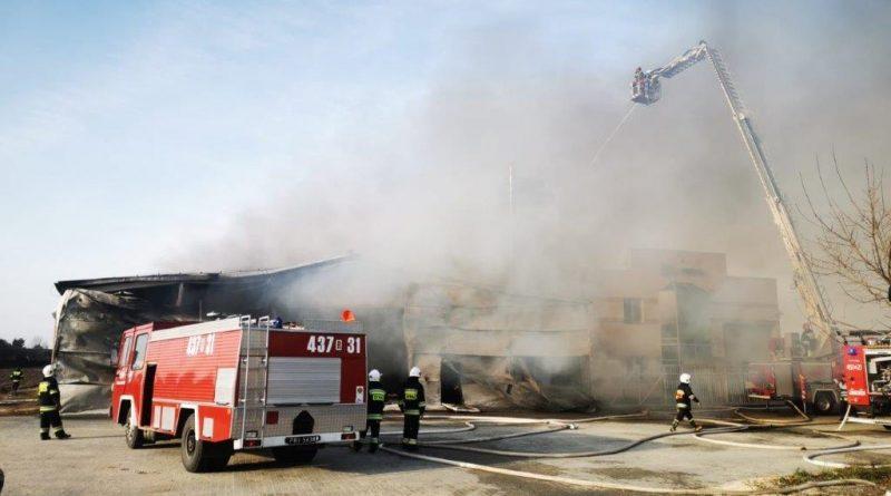 Pożar hali produkcyjno- magazynowej w miejscowości Manasterz, gmina Wiązownica